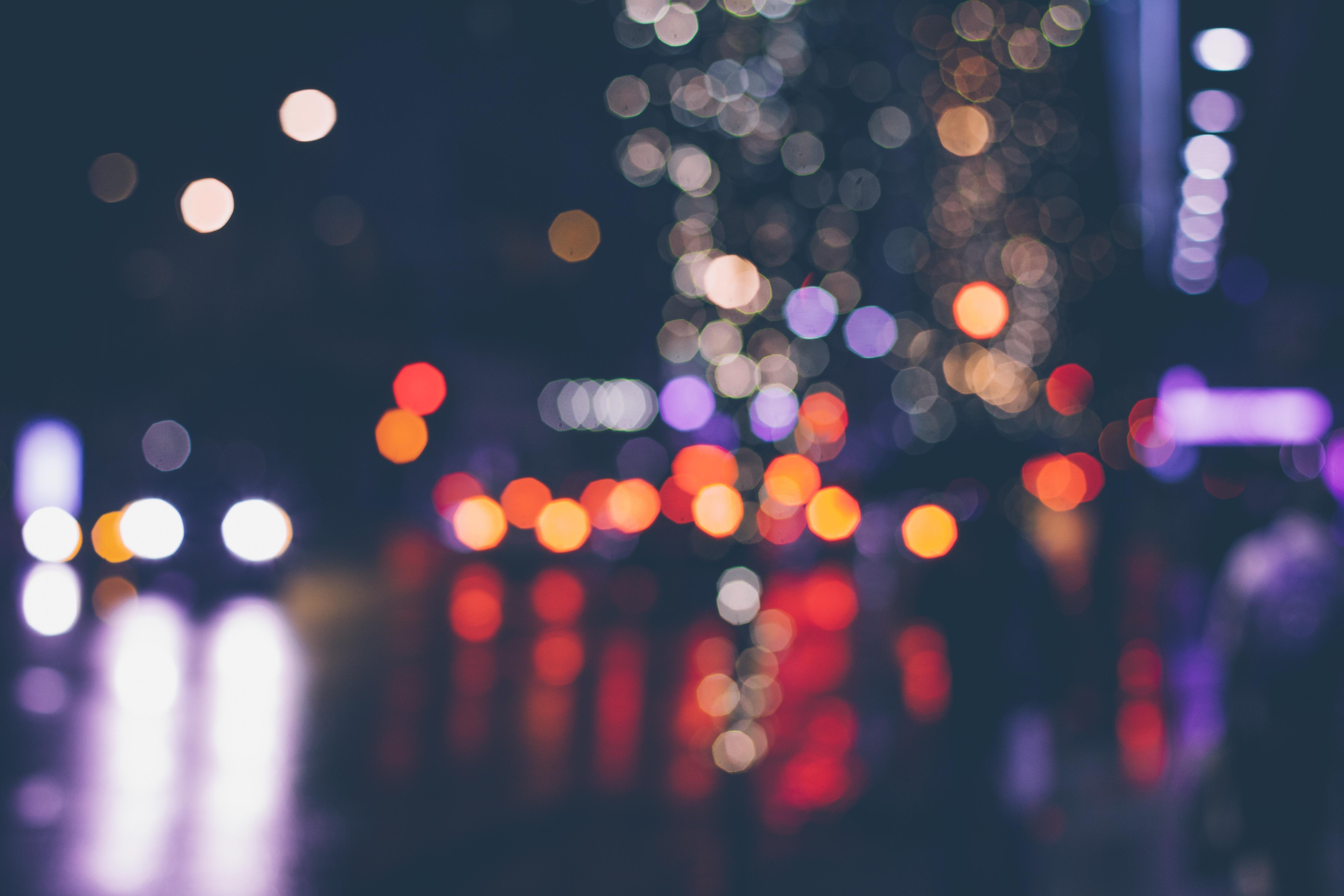light-traffic-night-round-wet-city-717940-pxhere.com